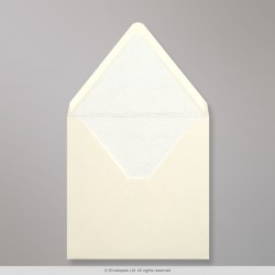 160x160 mm Ivory Envelope Lined With White Fancy Paper